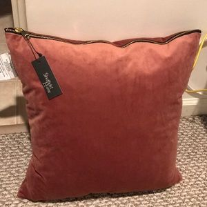 NEW - Sheffield Home zipper pillow